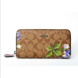 NWT COACH ACCORDION ZIP WALLET IN LILY PRINT